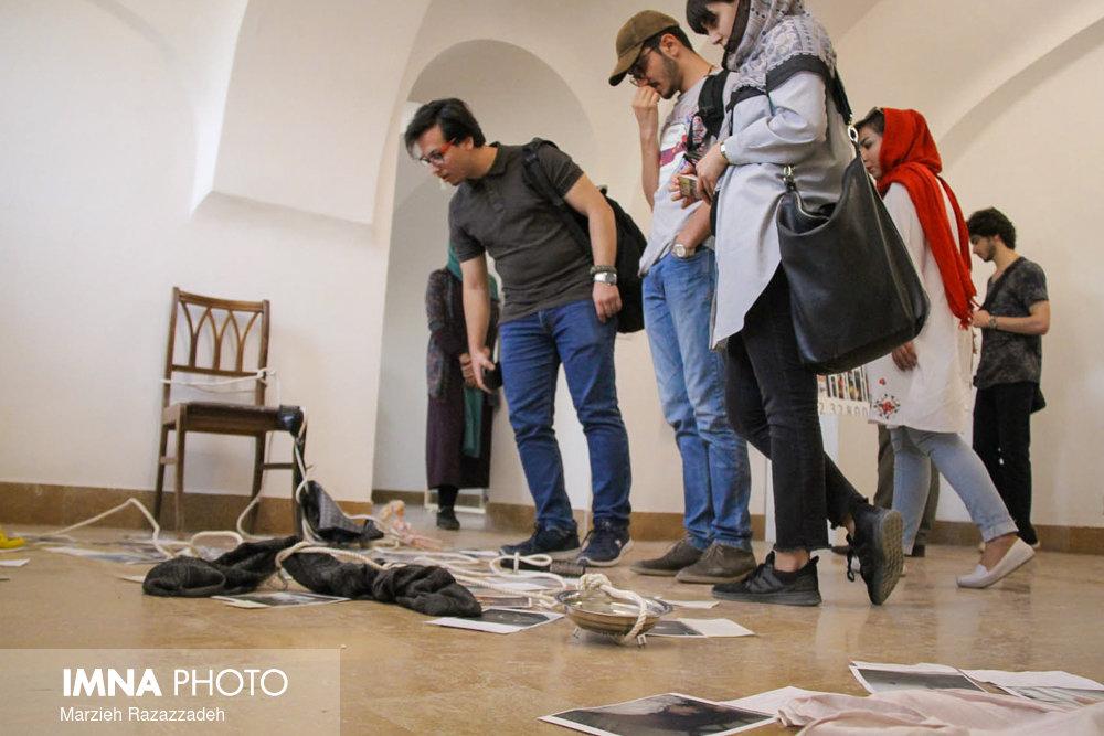 """گزارش تصویری نمایشگاه """"به سادگی یک روایت ممکن"""" در موزه هنر های معاصر اصفهان"""
