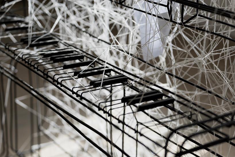 تارهای پشمی زاییده شده از پیانو فلزی