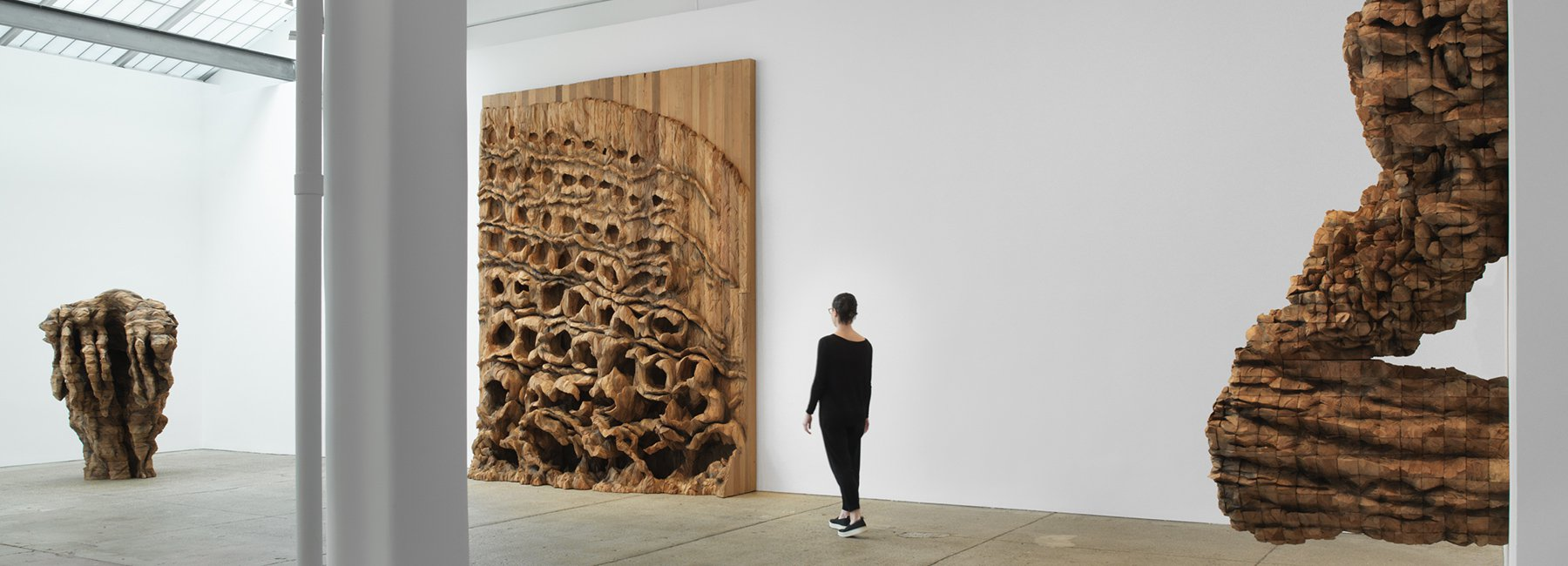 مجسمه های غول پیکر خشمگین در گالریlelong & co نیویورک