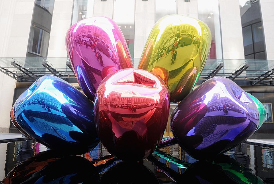 پاریس به خاطر اثر اهدائی بحث برانگیز jeff koons مرکز توجه می شود