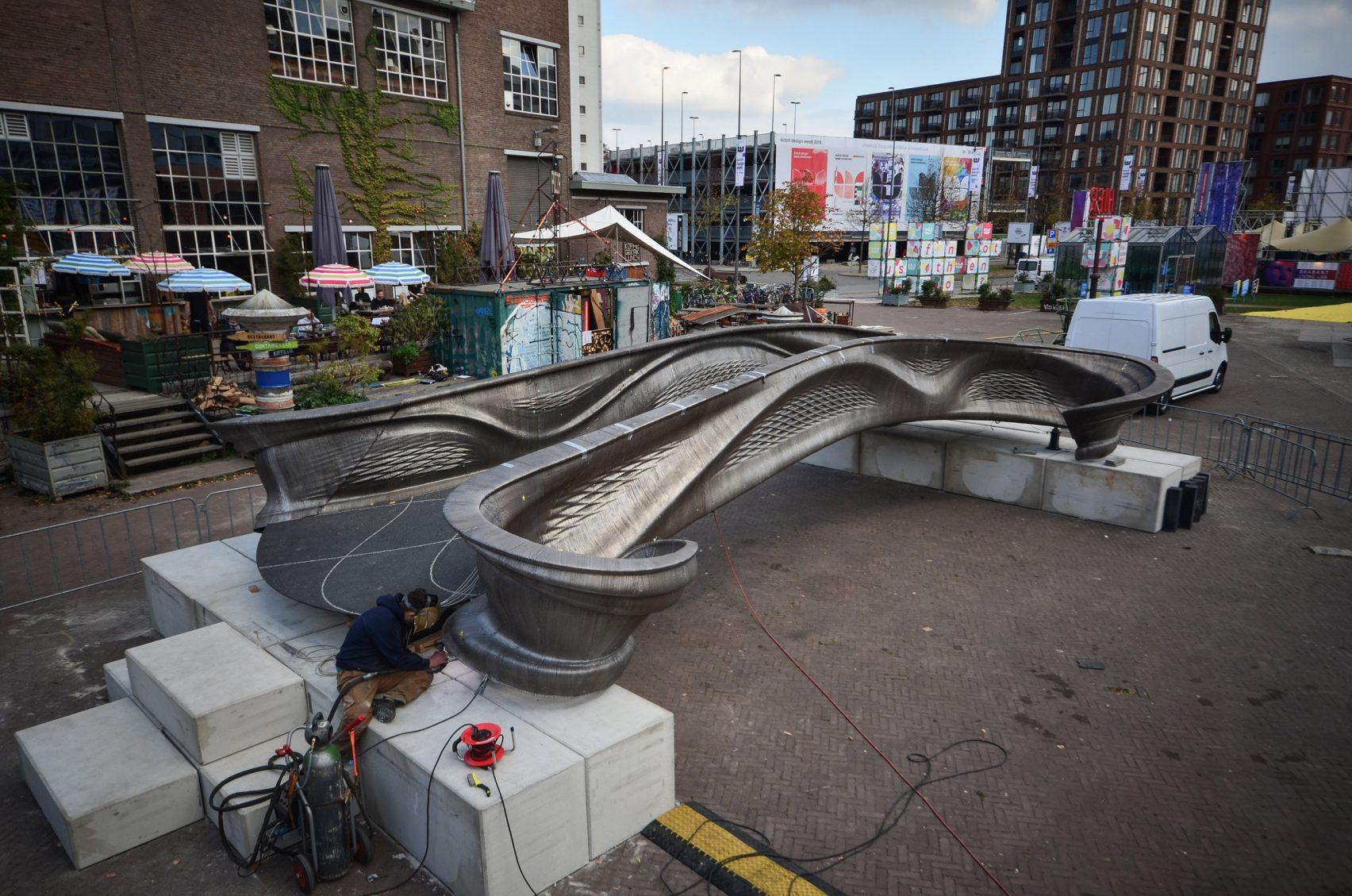 رونمایی از اولین پل فولادی ساخته شده با پرینت سه بعدی در جهان در هفتۀ طراحی هلند