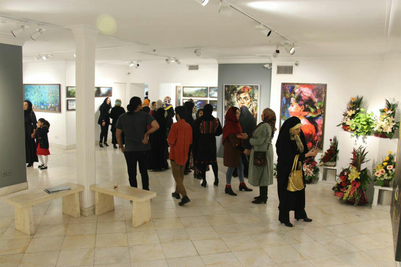 روایت شکوفه کریمی از نمایش آثارش در گالری خط سفید / گزارش تصویری