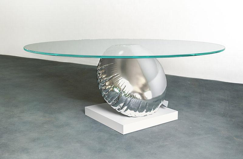 طراحی خلاقانه میز بر اساس تعبیری از شناوری و تعادل