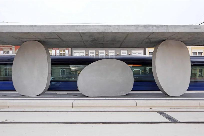 مجسمه شهری به مثابه ایستگاه قطار