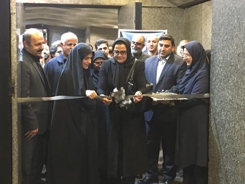 """آیین گشایش نمایشگاه """"دست آفریده های عاشورایی"""" در برج آزادی برگزار شد"""