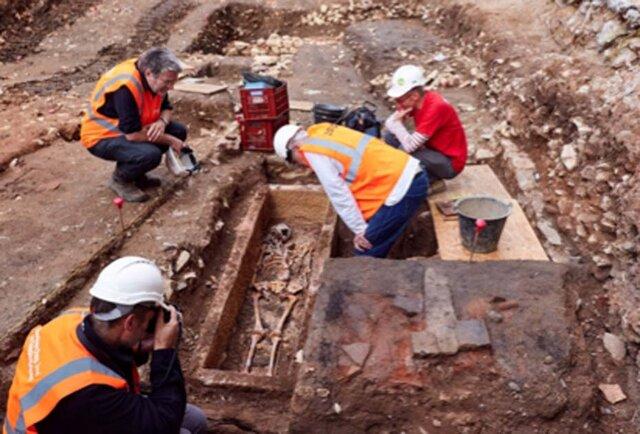 کشف تابوت سنگی قرون وسطایی در فرانسه