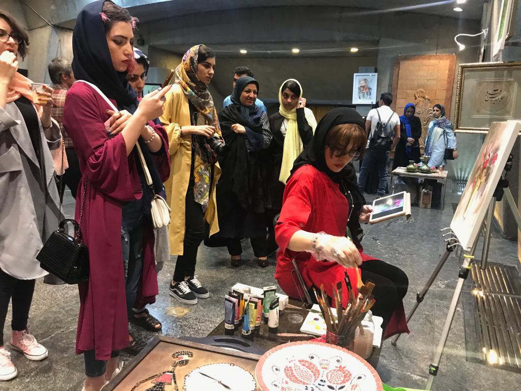 گردهمایی 250 هنرمند با بیش از 300 آثار هنری در برج آزادی