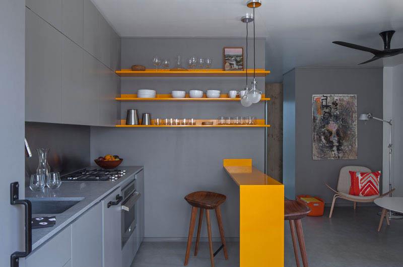نگاهی به طراحی داخلی آپارتمان ۲۹ متری با پالت رنگی خاکستری و زرد