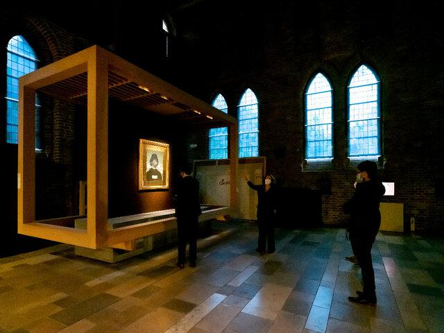 اثری از آیدین آغداشلو با الهام از مملینگ در موزه بروژ بلژیک