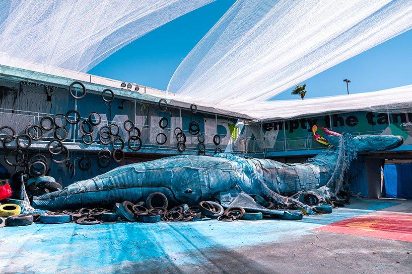 سکونت «حیوانات زباله» ای غول پیکر در یک متل متروکه