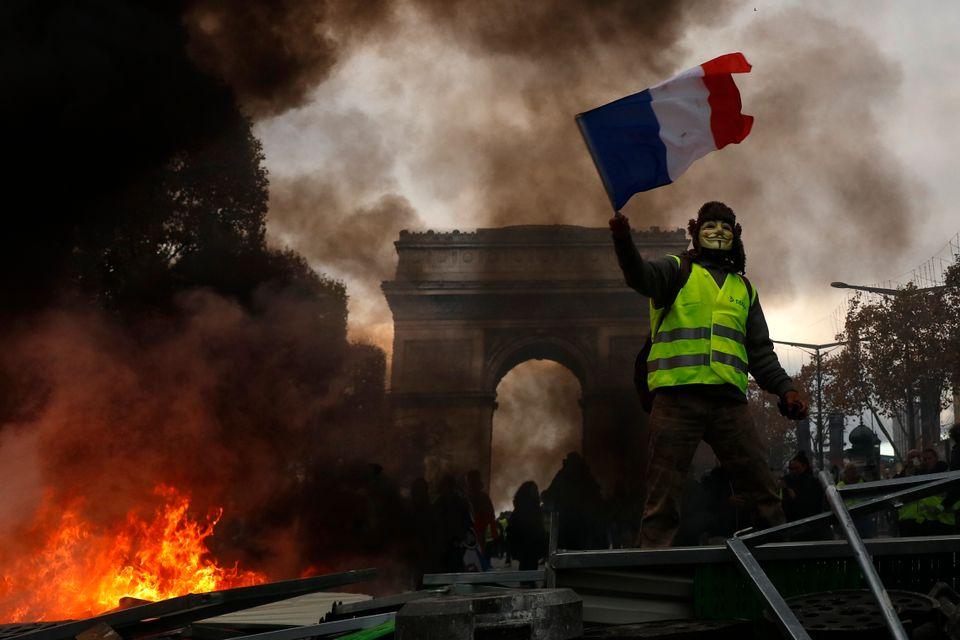 موزهها و مراکز حراج آثار هنری با تشدید تظاهرات «جلیقه زردها» در پاریس بسته میشوند