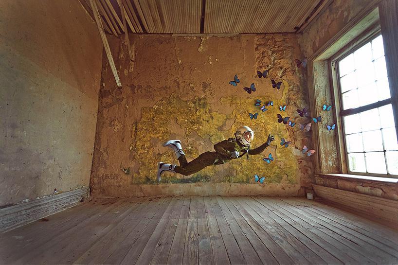 فضانورد تنها و عاشق مسافرت، دستش را بهسوی پروانهها و کتابها دراز میکند