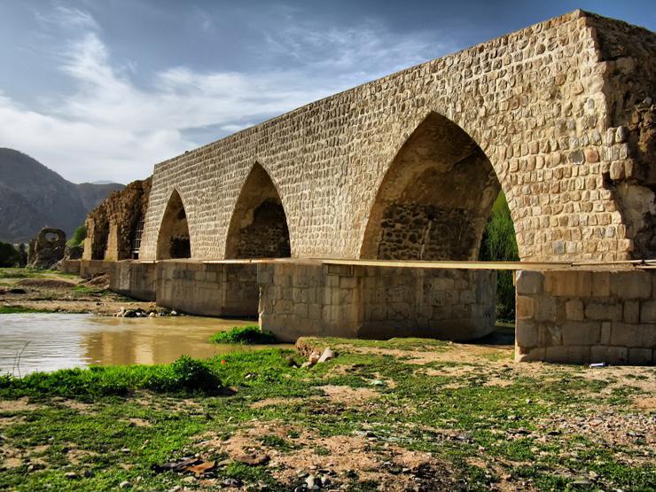 آغاز مرمت پل تاریخی سیل زده کشکان در لرستان