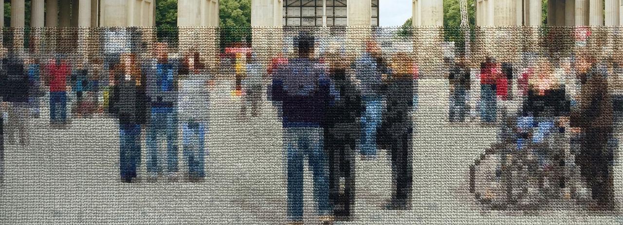 نمایش وزنی بر تاریخ و حافظه دیوار برلین