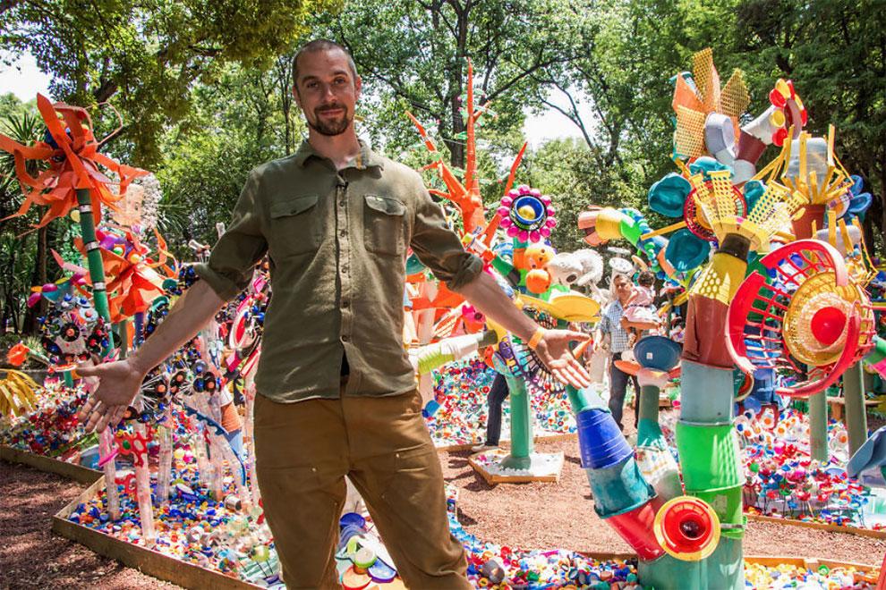 خلق جنگل رنگارنگ در مکزیکو سیتی با زبالههای پلاستیکی