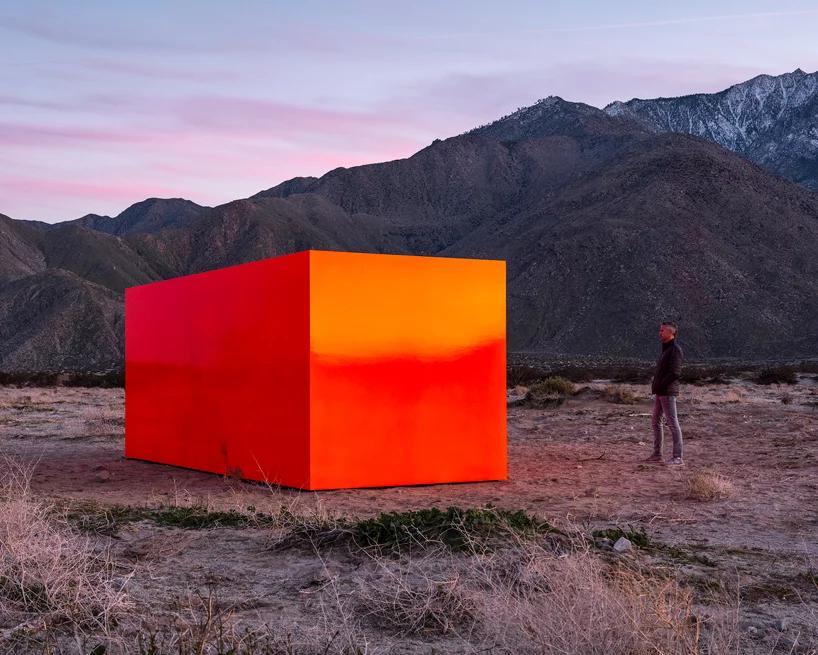 نگاهی به چیدمان Sterling Ruby در منظره صحرایی درهی Coachella کالیفرنیا
