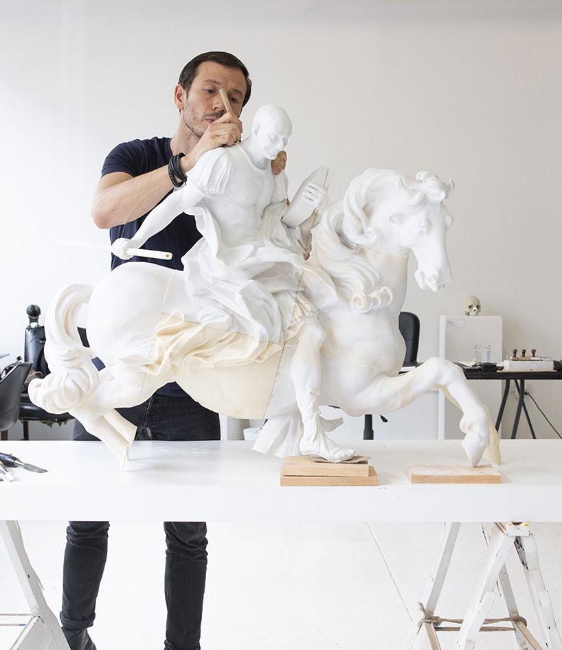 مجسمههایی با موضوع تأثیرات فناوری روی جوامع امروزی