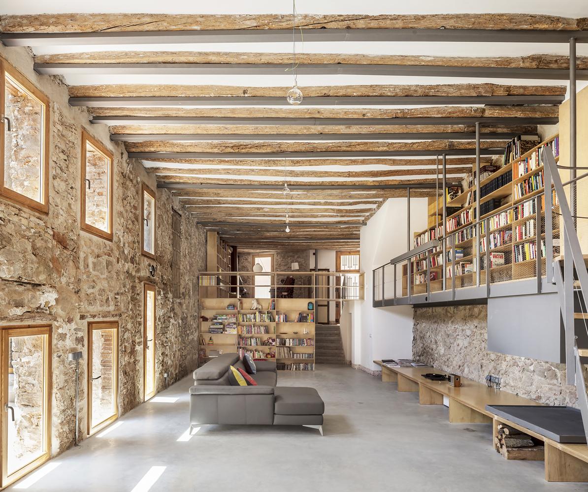 تبدیل کارخانه ها به فضای مسکونی                                                                      چهره در حال تغییر معماری صنعتی اسپانیا