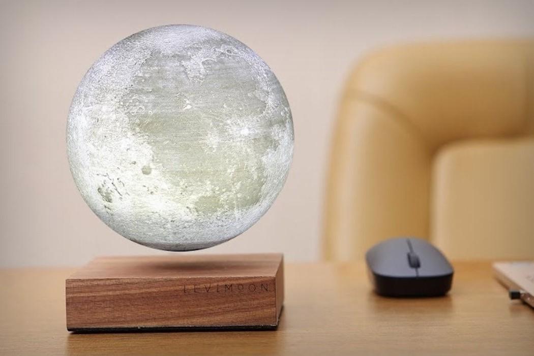 پرینت سه بعدی کره ماه به مثابه چراغ مطالعه