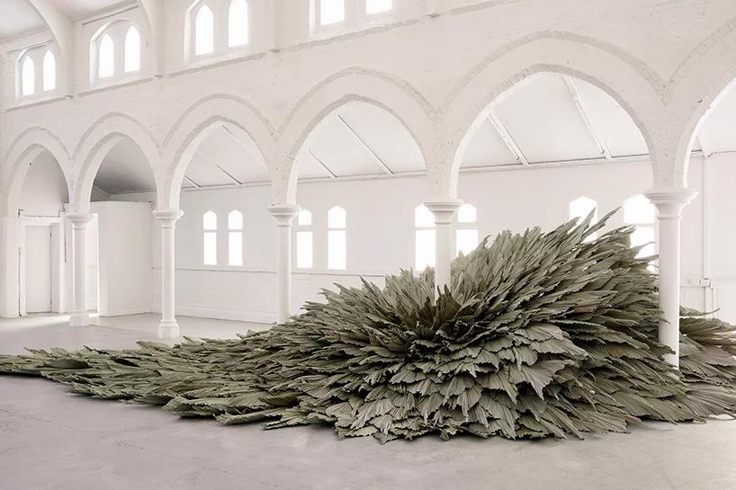 دگرگونی تالار یک کلیسا با سازه عظیم گیاهی